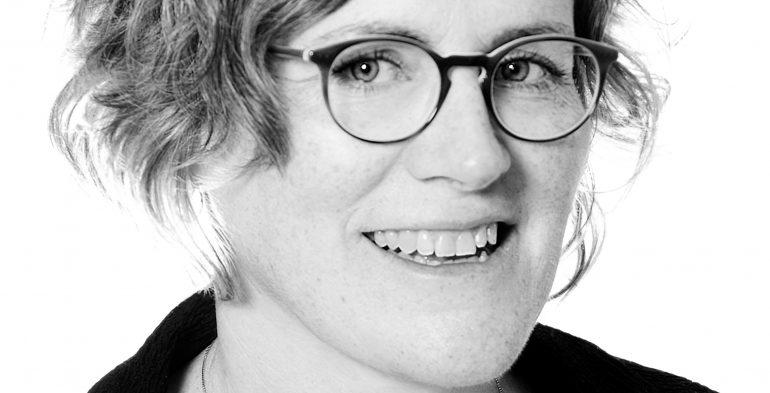 Julie Barlow headshot