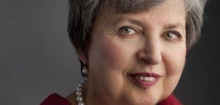 Elaine Kalman Naves headshot